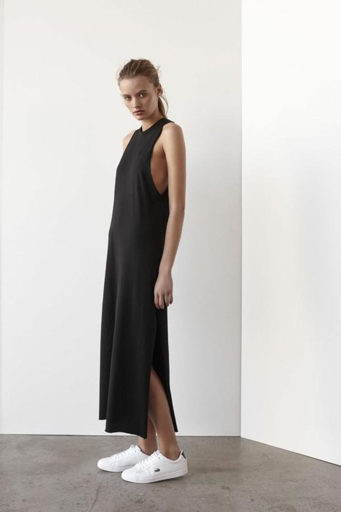 0-robe-longue-femme-de-couleur-noir-bien-s-habiller-femme-sneakers-blancs