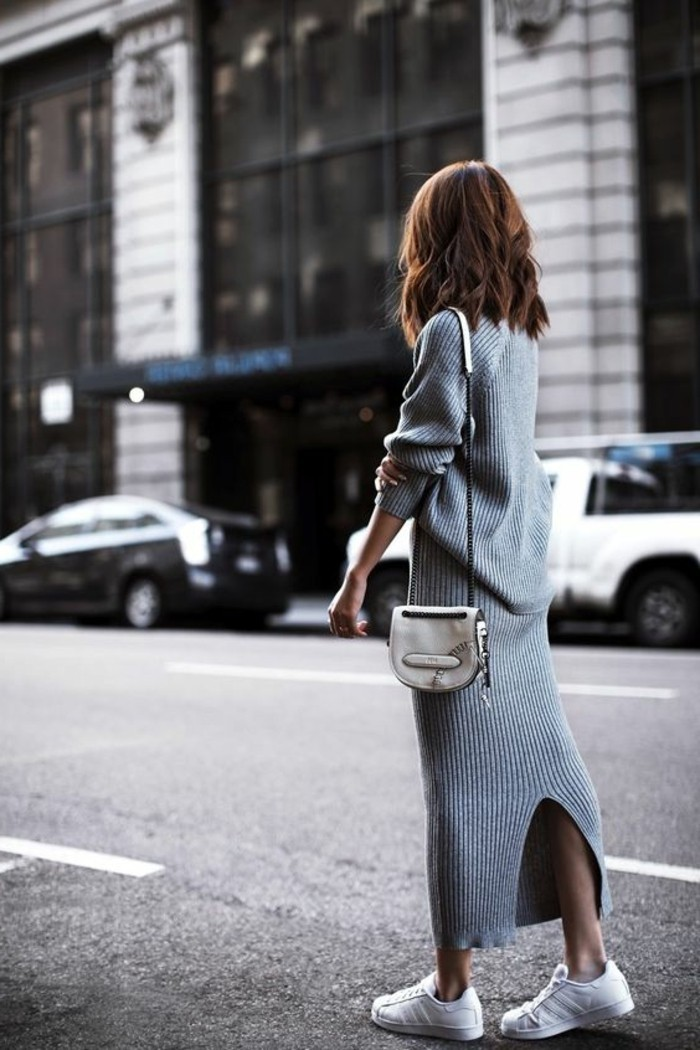 0-s-habiller-en-fonction-de-sa-morphologie-sneakers-blancs-femme-élégante-tendances-de-la-mode