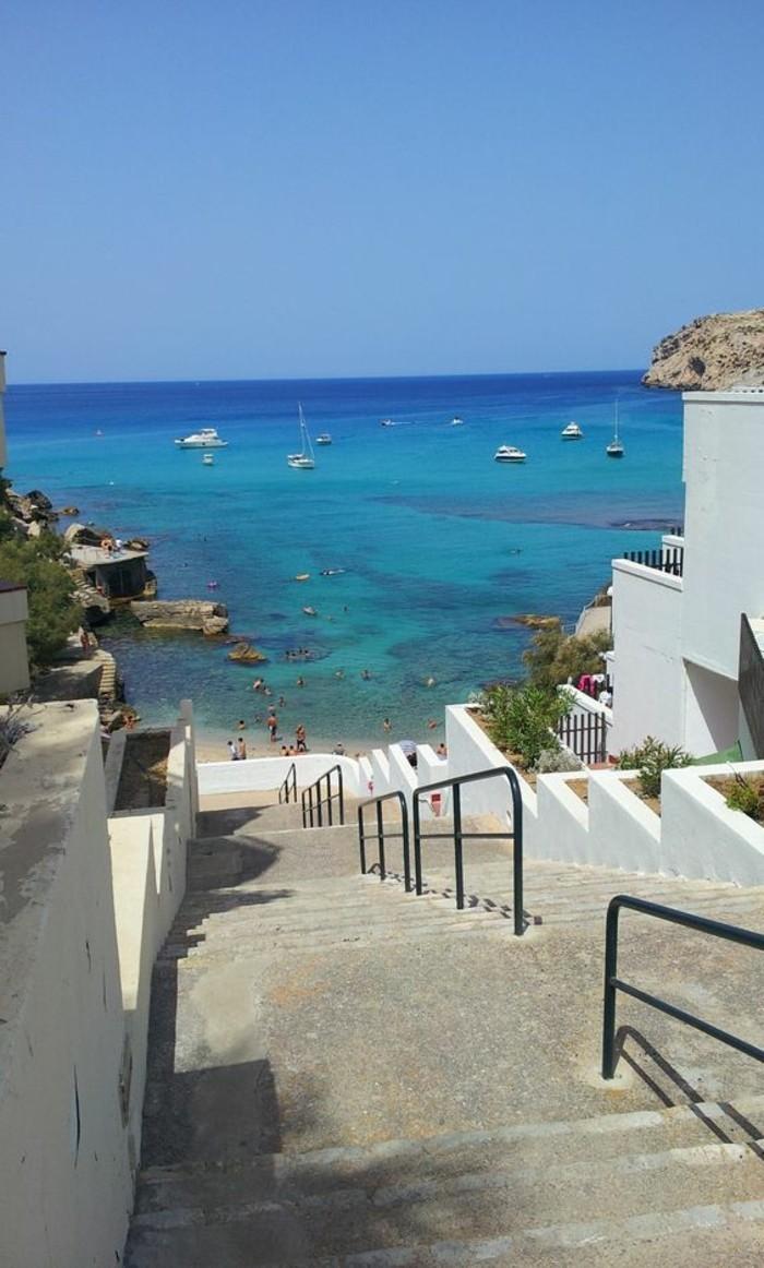 1-Cala-San-Vicente-magnifique-vue-vers-le-mer-ile-de-majorque-palma-de-majorque-plage