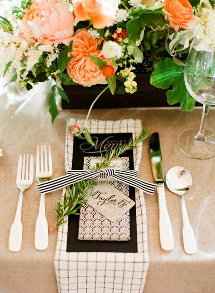 1-centre-de-table-mariage-nappe-en-lin-beige-composition-florale-centre-de-table