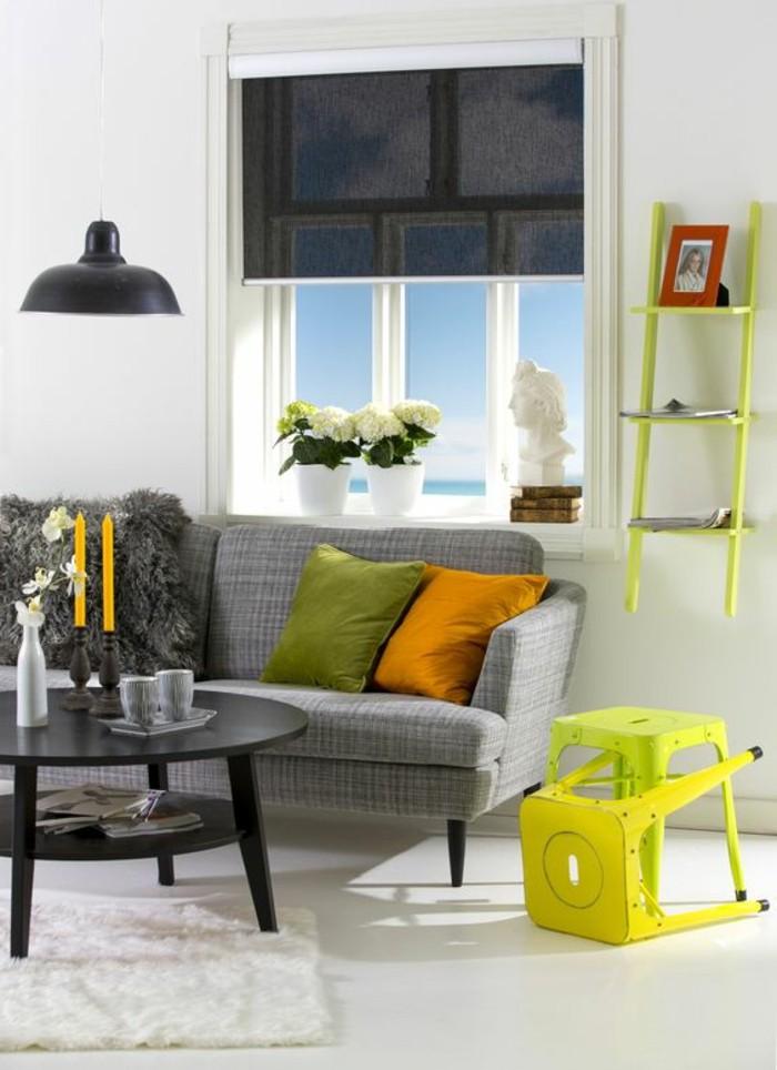 1-comment-choisir-un-modele-de-store-occultant-velux-store-enrouleur-gris-pour-le-salon