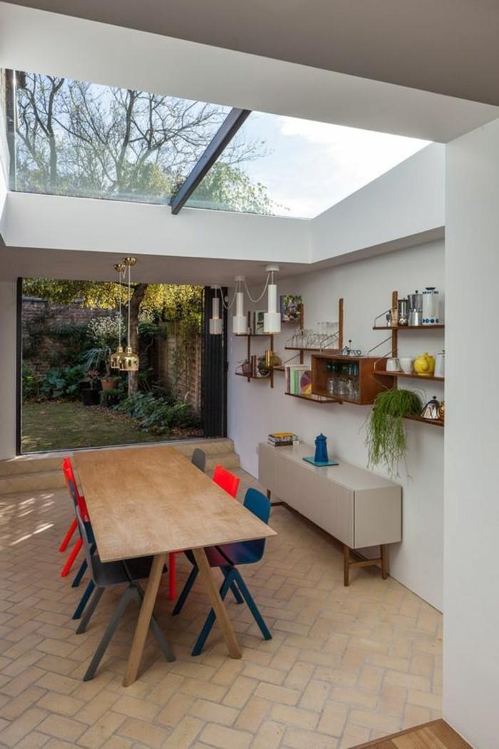 1-cuisine-avec-verrière-verriere-interieur-sol-en-dalles-beiges-table-de-cuisine