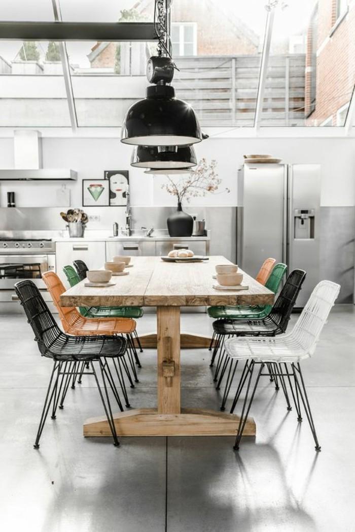1-cuisine-moderne-cuisine-avec-verrière-sol-gris-table-en-bois-clair-meubles-de-cuisine