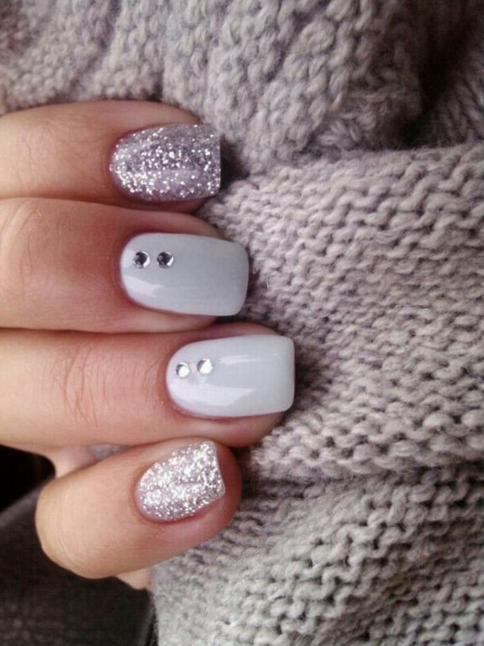 1-déco-ongles-gris-femme-modele-ongle-gel-femme-de-couleur-gris