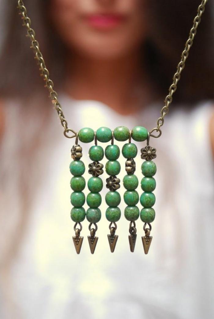 1-gros-collier-bijoux-originaux-en-or-et-vert-comment-porter-les-bijoux-originaux
