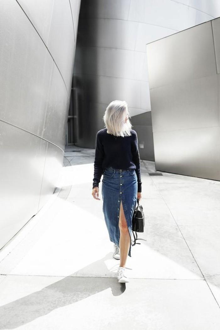 1-jupe-longue-h&m-jupe-en-denim-bleu-foncé-sneakers-blancs-pour-les-femmes-modernes