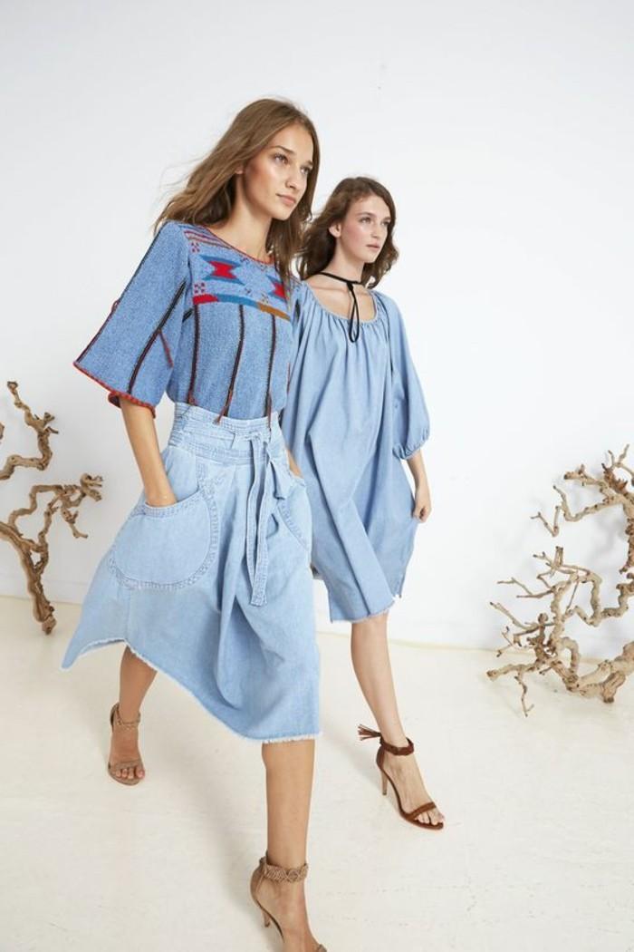 1-jupe-longue-h&m-jupe-trapeze-bleu-clair-tendances-de-la-mode-cheveux-mi-longs-femme