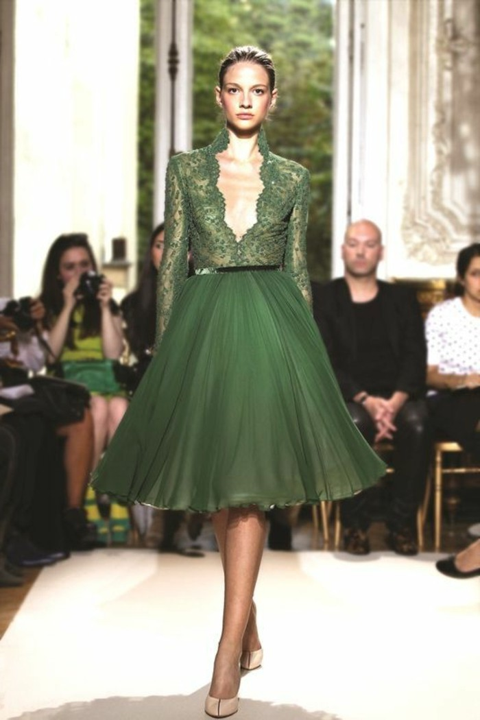 1-jupe-plissée-verte-top-en-dentelle-vert-femme-robe-mi-longue