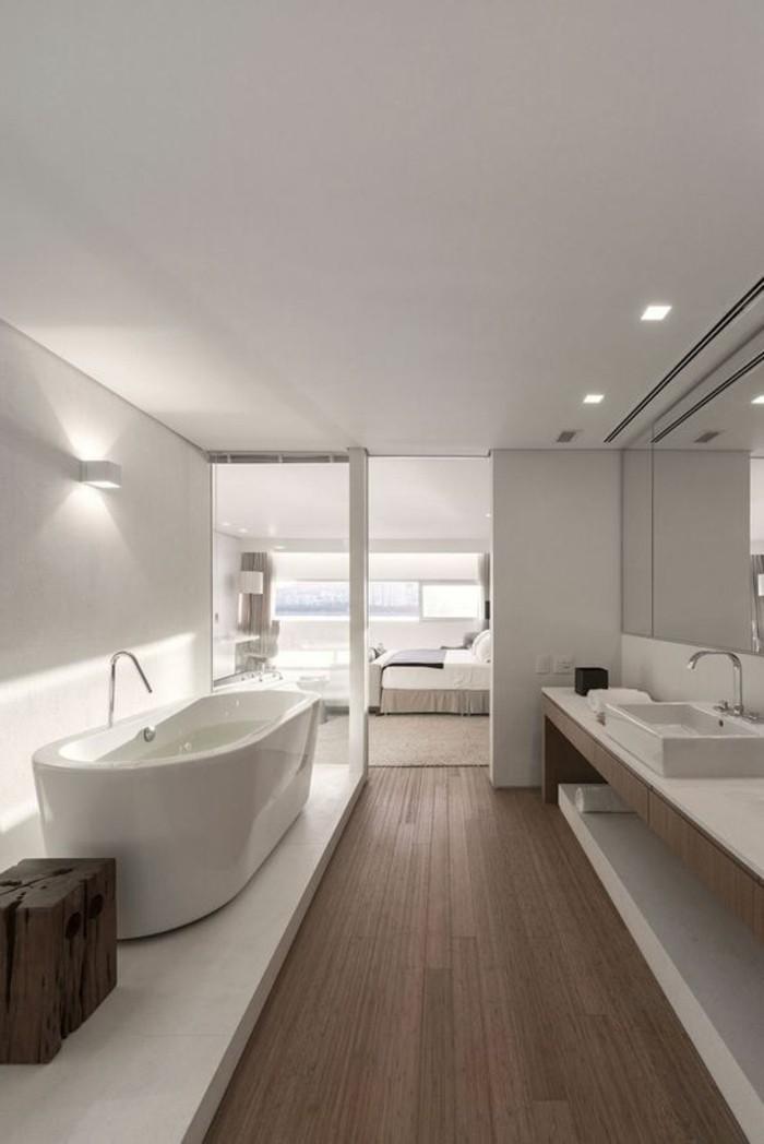 Salle De Bain Contemporaine 2016 : Une salle de bain contemporaine avec des fenêtres grandes et une vue …
