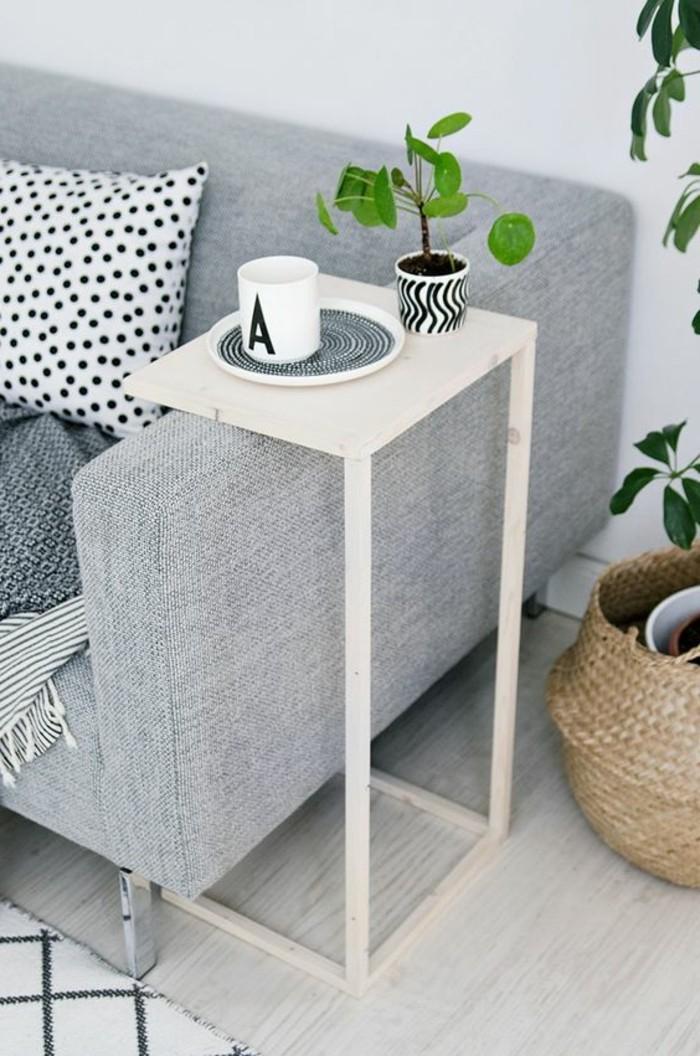 1-petite-table-en-bois-clair-canapé-gris-meubles-de-salon-console-extensible-ikea