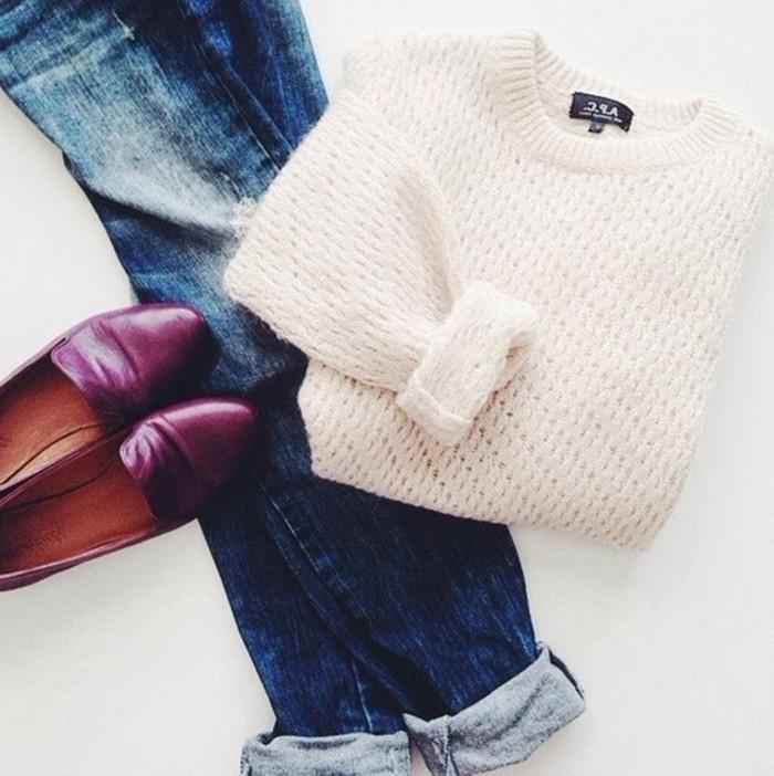 3-les-dernieres-tendances-de-la-mode-femme-denim-bleu-foncé-pull-blanc-comment-m-habiler
