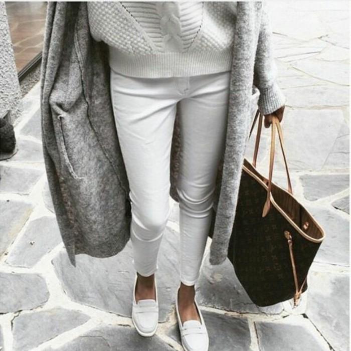 3-les-dernieres-tendances-de-la-mode-jeans-slim-blanc-chaussures-blancs-femme