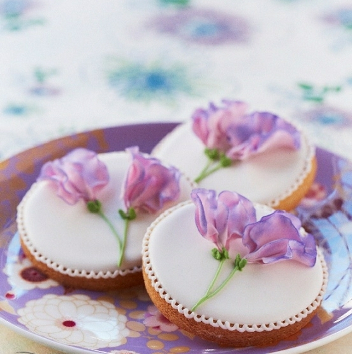 adorable-violet-cookies-anniversaire-faire-des-biscuits-sables-beau