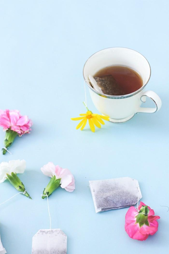 beau-design-thé-vert-en-sachet-drôle-fleurs