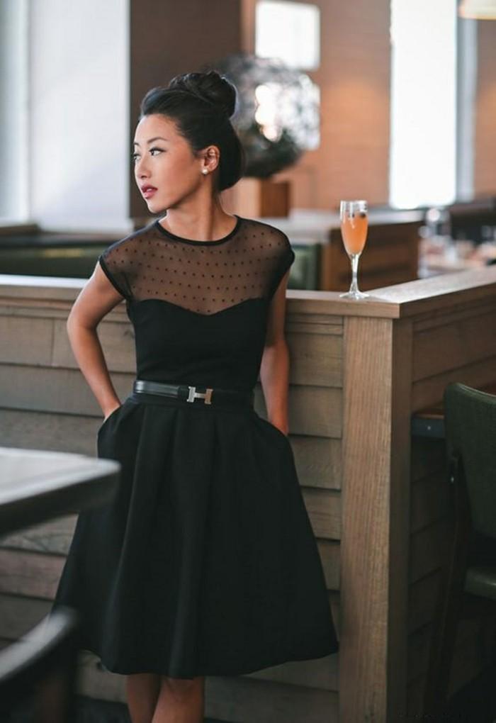 beauté-et-mode-robe-en-dentelle-robe-de-cocktail-noire-courte