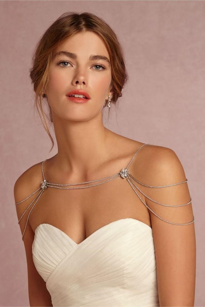 beaux-bijoux-fantaisie-mariage-robe-epaules