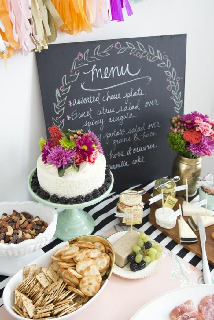 belle-décoration-table-anniversaire-adulte-ardoise-avec-le-meunue