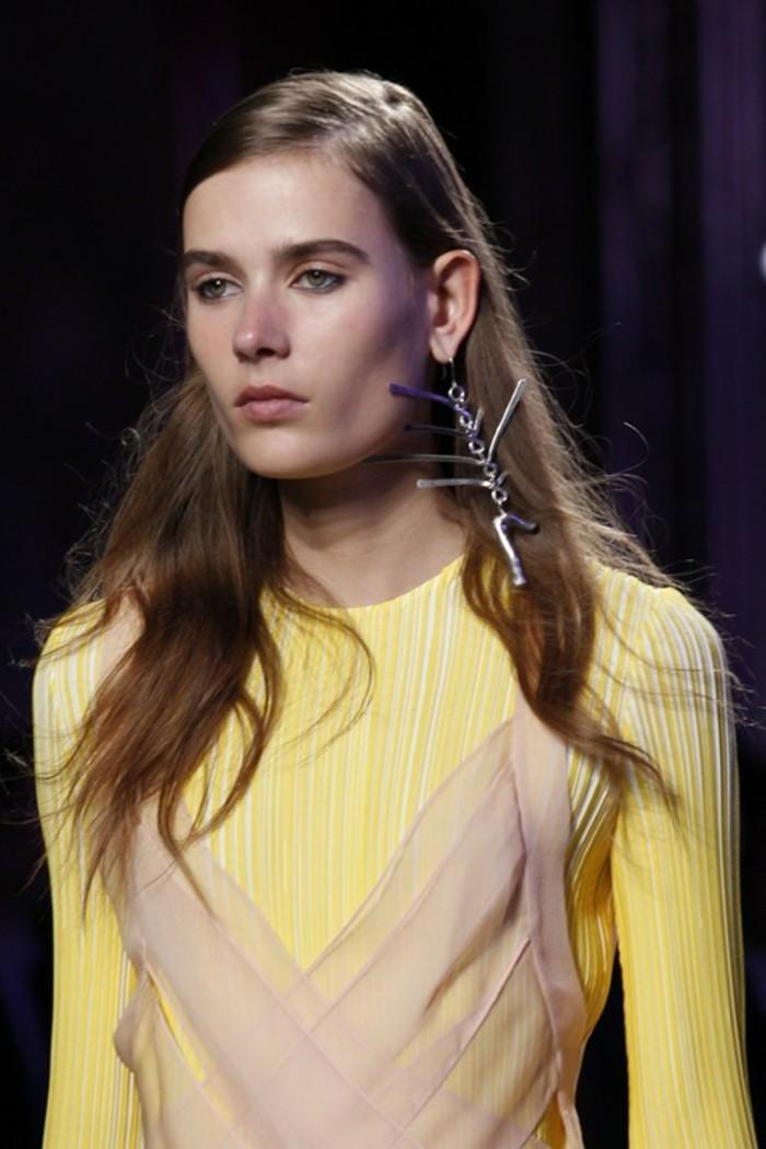 bijoux-tendance-boucles-d'oreilles-enormes-resized