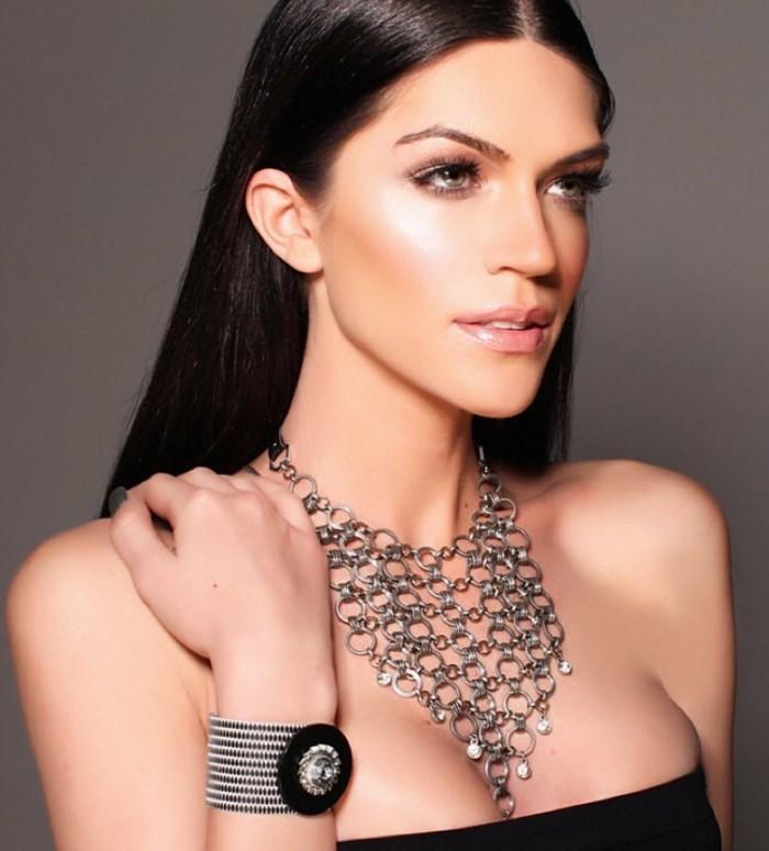 bijoux-tendance-sur-le-cou-chic-extreme-resized