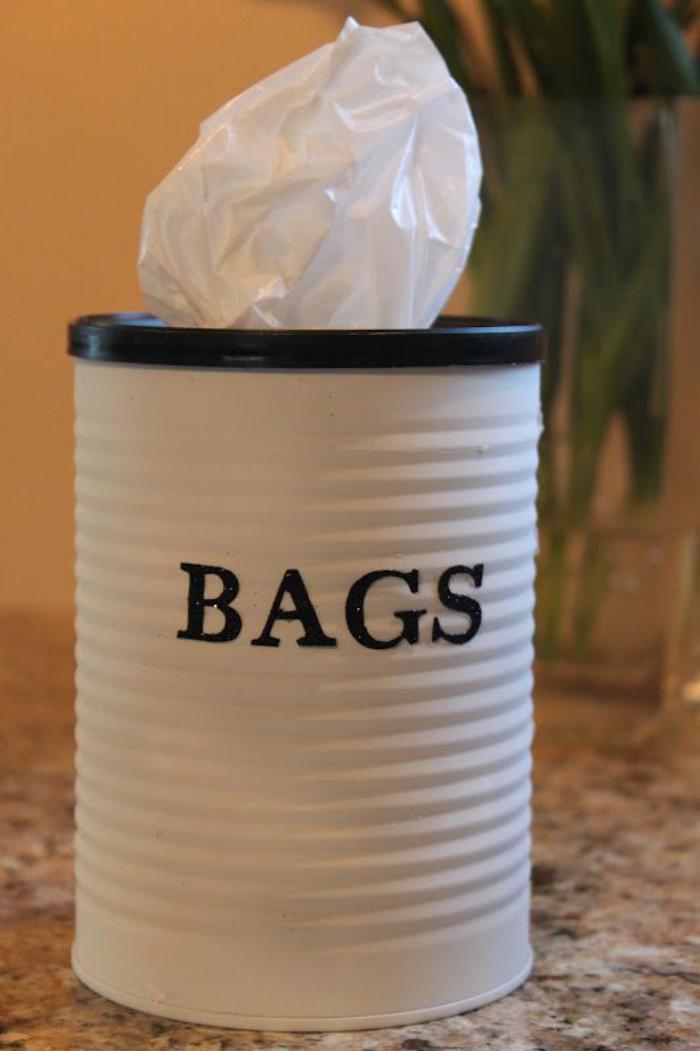 boîte-de-conserve-distributeur-de-sacs-en-boite-recyclée