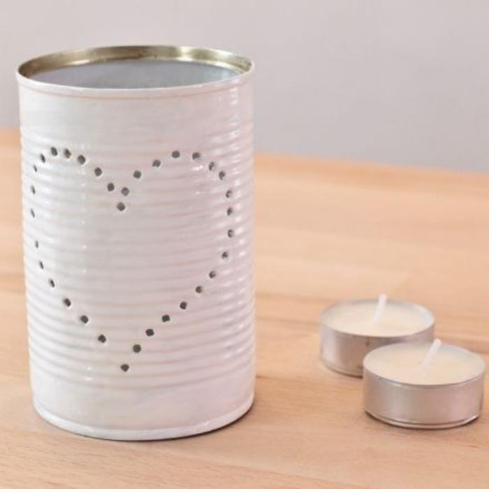 boîte-de-conserve-réalisr-une-belle-lanterne-en-perçant-des-trous
