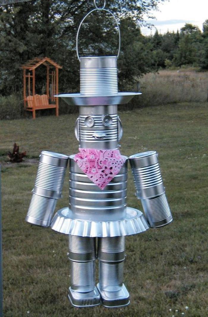 boîte-de-conserve-un-robot-fait-de-boites-de-conserves-réutilisation-d'objets-originale