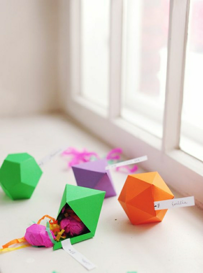 boite-origami-origami-débutant-modele-origamie-en-papier-coloré-boite-en-papier