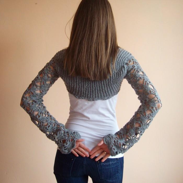 bolero-femme-au-crochet-gris-aux-manches-ajourees-resized