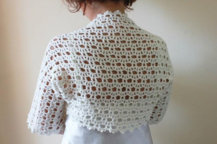bolero-femme-blanc-au-crochet-resized