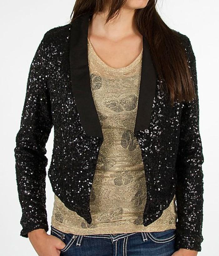 bolero-femme-noir-avec-des-jeans-pour-un-effet-vintage-resized