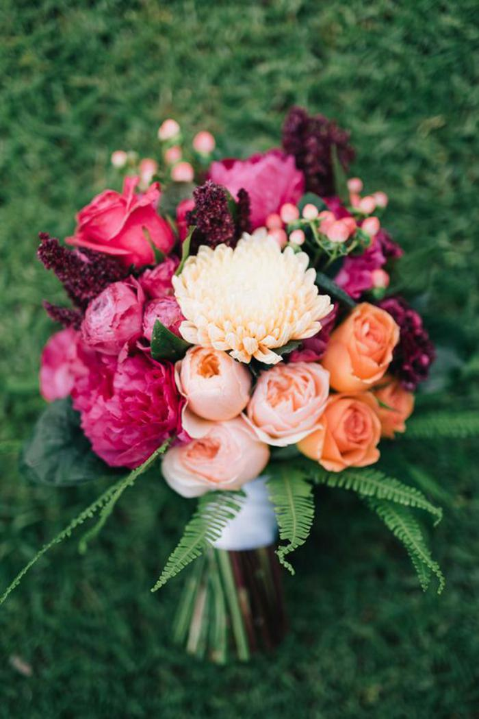 bouquet-de-pivoines-assorties-avec-d'autres-jolies-fleurs