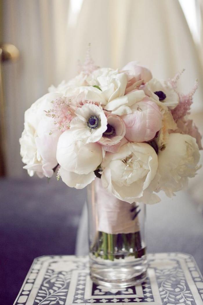 bouquet-de-pivoines-blanches-et-roses-plus-coquelicots-blancs