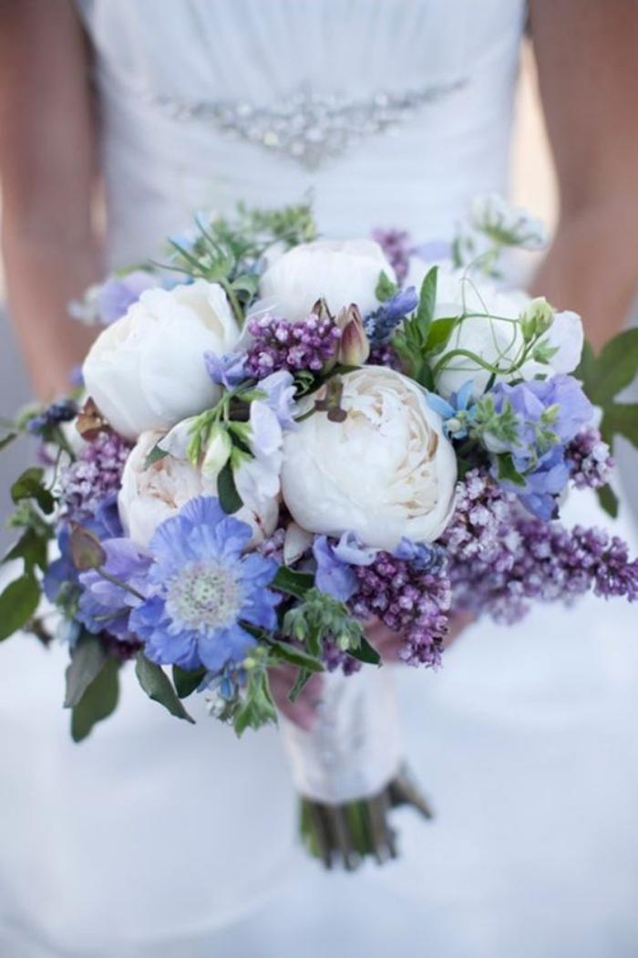 bouquet-de-pivoines-bouquet-de-mariée-plusieurs-fleurs-de-printemps