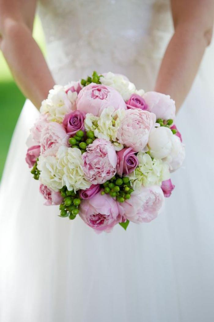 bouquet-de-pivoines-joli-bouquet-de-mariée-rond