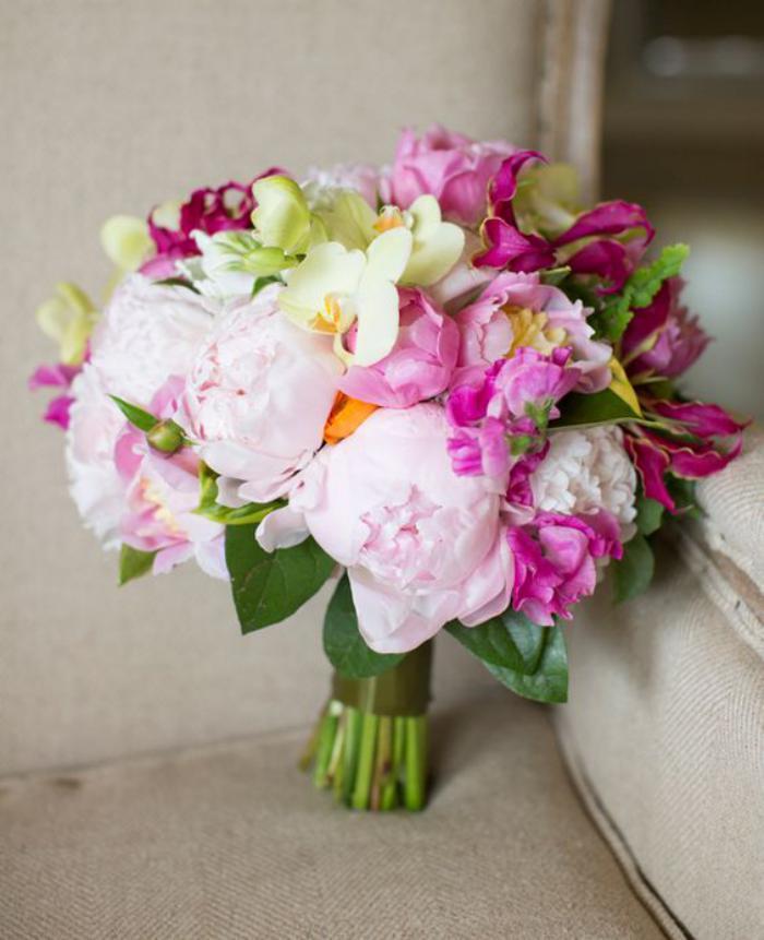 bouquet-de-pivoines-roses-et-blanches-brassée-de-pivoines