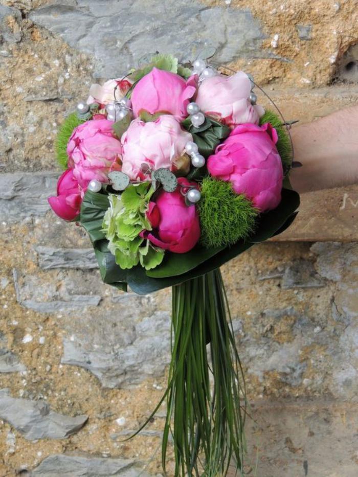 bouquet-de-pivoines-stylé-bouquet-de-mariée-minimaliste