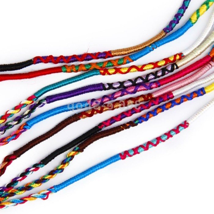 bracelet-en-scoubidou-video-de-scoubidou-comment-faire-un-scoubidou