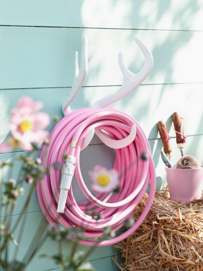 cabanon-de-jardin-décorer-avec-les-accessoires-de-jardin