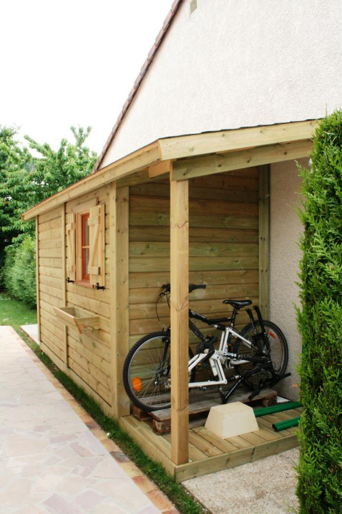 cabanon-de-jardin-et-véranda-pour-mettre-son-vélo