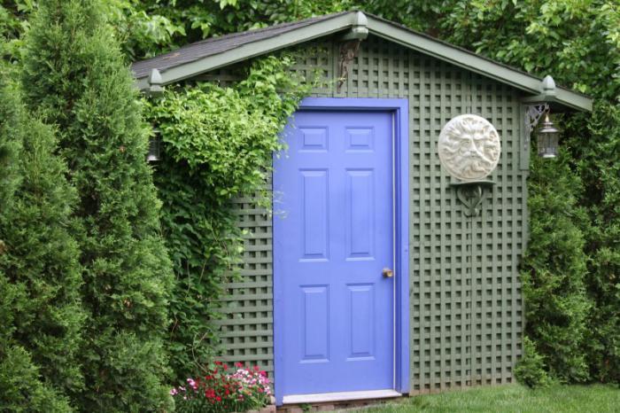 cabanon-de-jardin-gris-vert-façade-treillis