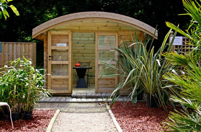 cabanon-de-jardin-original-toiture-courbée