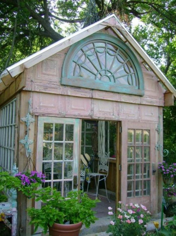 cabanon-de-jardin-rose-pale-bois