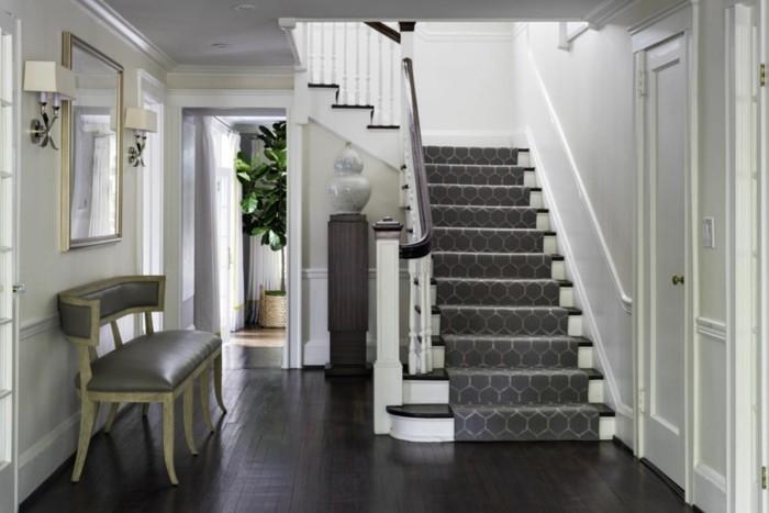 canapé-maison-coloniale-intérieur-stylé-escalier
