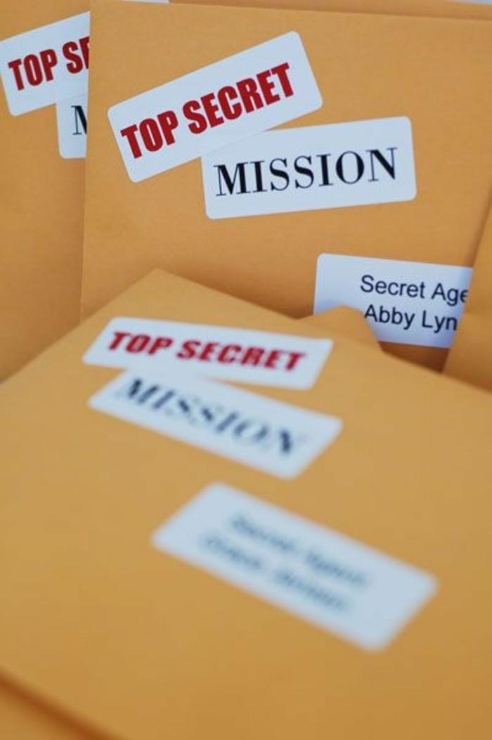 carte-d-invitation-d-anniversaire-originale-thème-detectifs