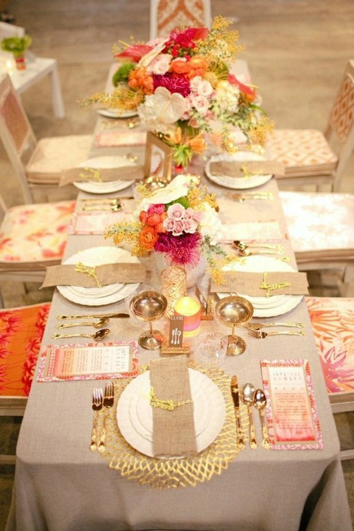 centre-de-table-avec-composition-florale-centre-de-table-fleurs-nappe-de-table-beige