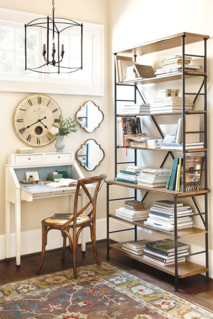 chaise-thonet-étagère-métal-et-bois-et-petit-bureau-secrétaire