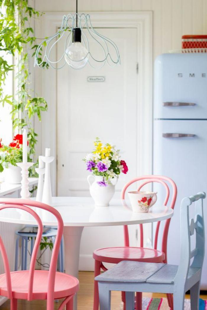 chaise-thonet-chaises-relookées-peintes-roses