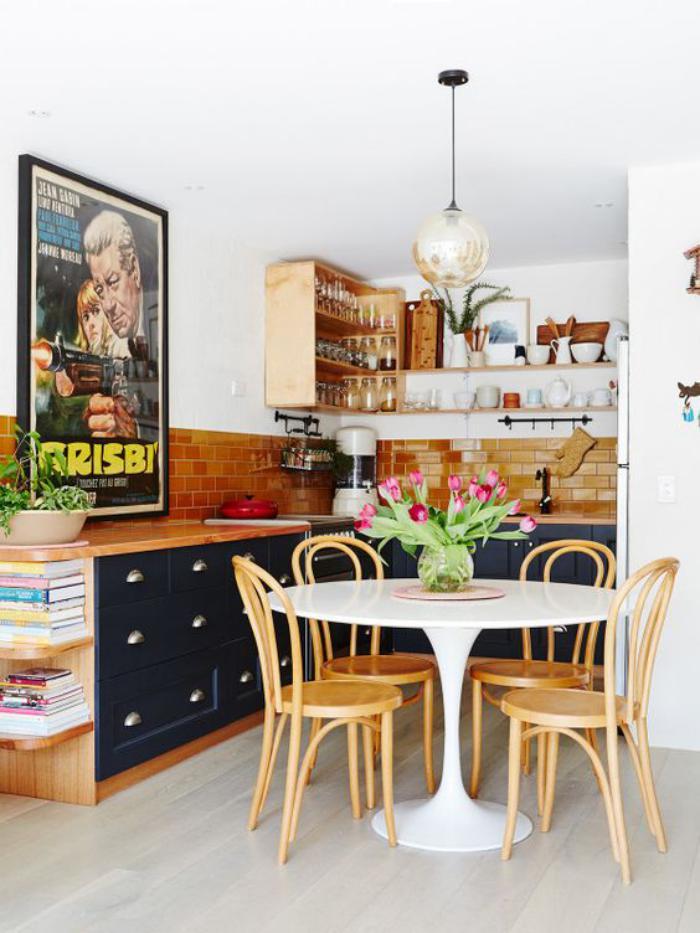 chaise-thonet-cuisine-originale-table-tulipe-chaises-thonet