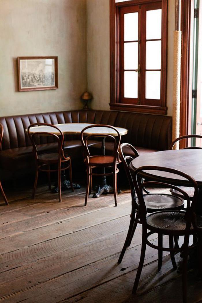 chaise-thonet-intérieurs-avec-la-chaise-thonet