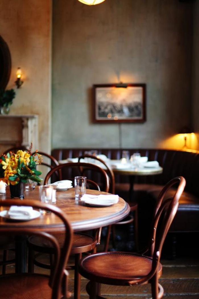 chaise-thonet-la-chaise-préférée-des-cafés